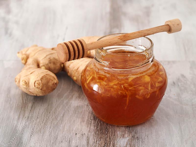 Sử dùng trà gừng và mật ong mỗi ngày có thể cải thiện tình trạng ho nhiều do viêm amidan
