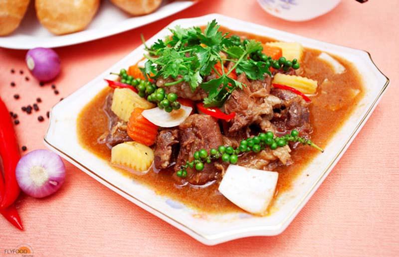 Món bò hầm tiêu xanh giúp cải thiện dinh dưỡng , tăng cường bồi bổ cho người bệnh viêm amidan