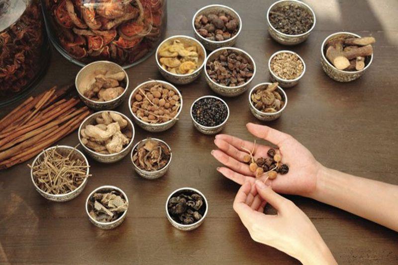 Bài thuốc Đông y chú ý điều trị căn nguyên bên trong cơ thể và tăng sức đề kháng của cơ thể