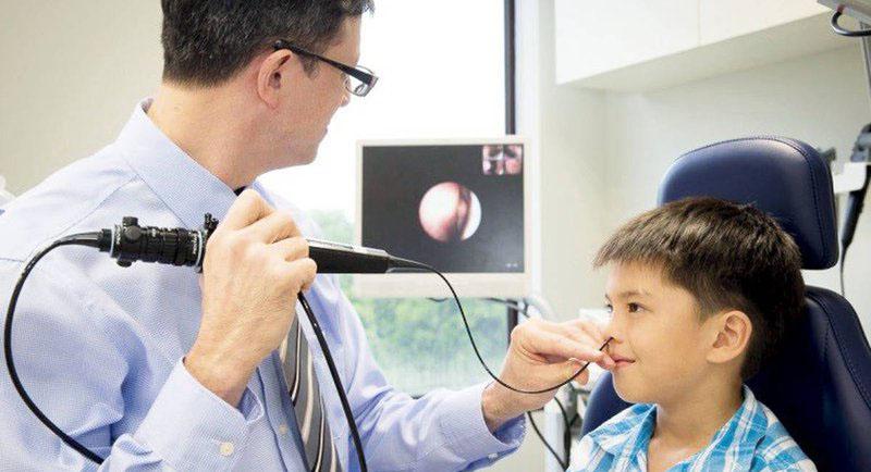 Nội soi mũi xoang có lợi ích chẩn đoán xác định bệnh viêm xoang từ nhẹ đến nặng