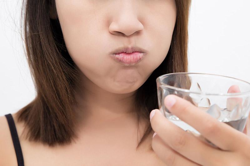 Sử dụng các loại thuốc súc họng để cải thiện tình trạng viêm nhiễm tại niêm mạc họng