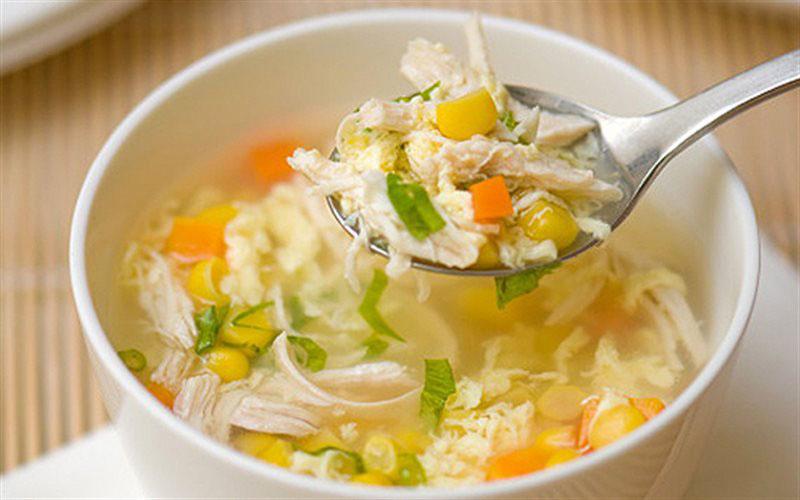 Súp gà chứa nhiều dinh dưỡng, giúp bồi bổ và phục hồi bệnh viêm amidan