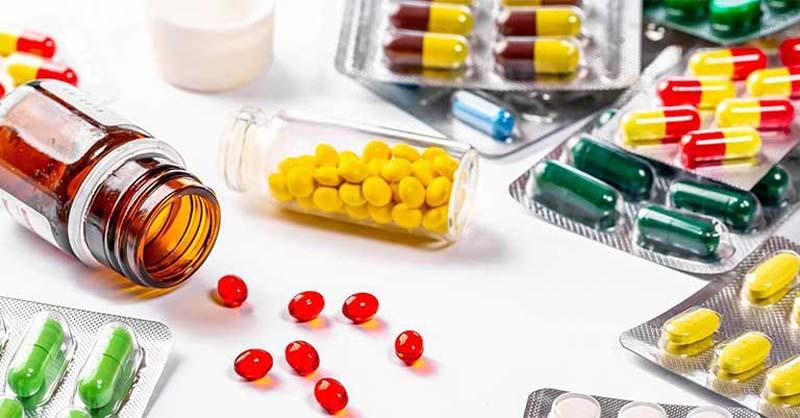 Thuốc Tây tác dụng trực tiếp vào vùng bị tổn thương một cách nhanh chóng