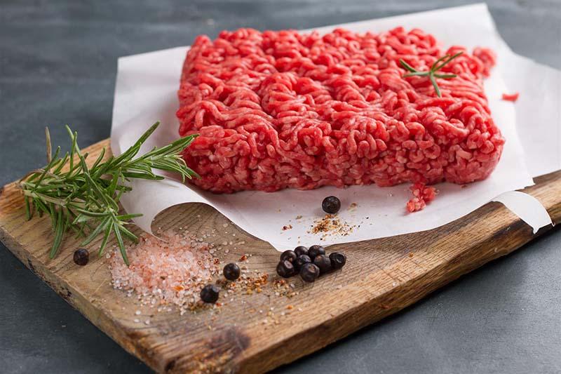 Thịt bò nên chế biến ở dạng xay, băm, nấu nhừ để phù hợp với người bệnh viêm amidan