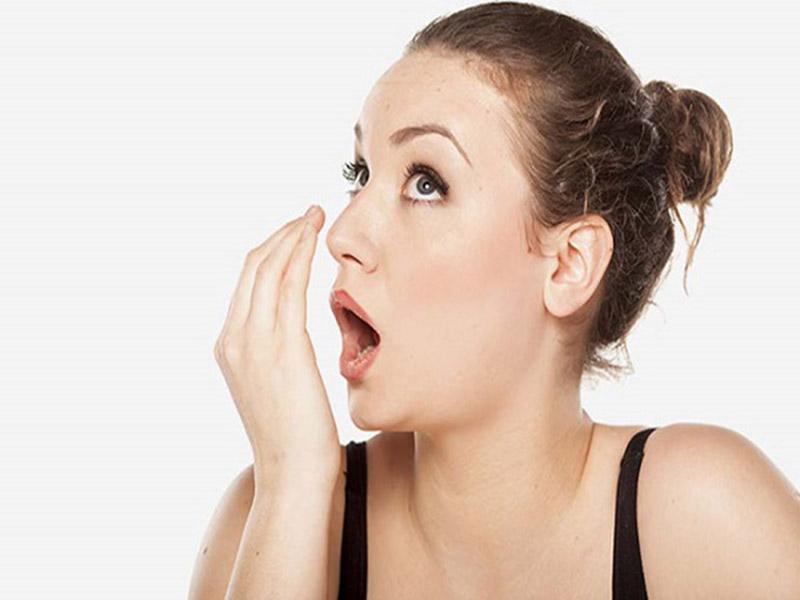 Viêm họng hạt gây hôi miệng vì sao?