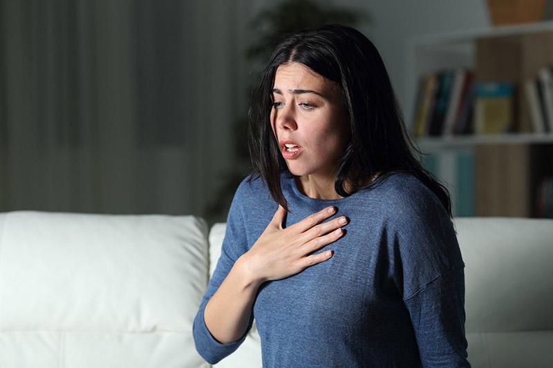 Khó thở là triệu chứng điển hình nhất của bệnh do co thắt phế quản