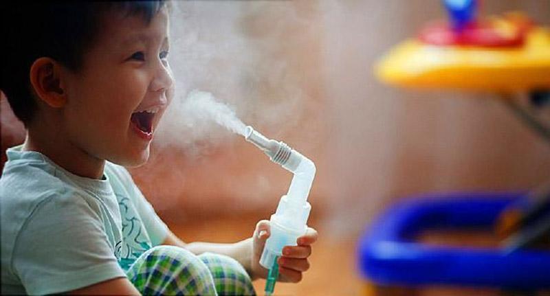 Cần thận trọng khi sử dụng khí dung cho trẻ nhỏ vì dễ gây quá liều
