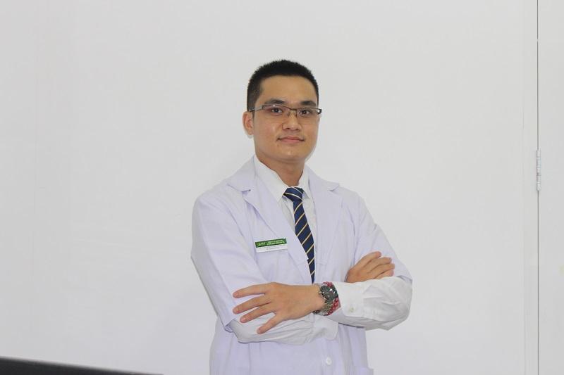 Bác sĩ Bùi Thanh Tùng - phụ trách chuyên khoa da liễu Trung tâm Thuốc dân tộc chi nhánh Tp.HCM