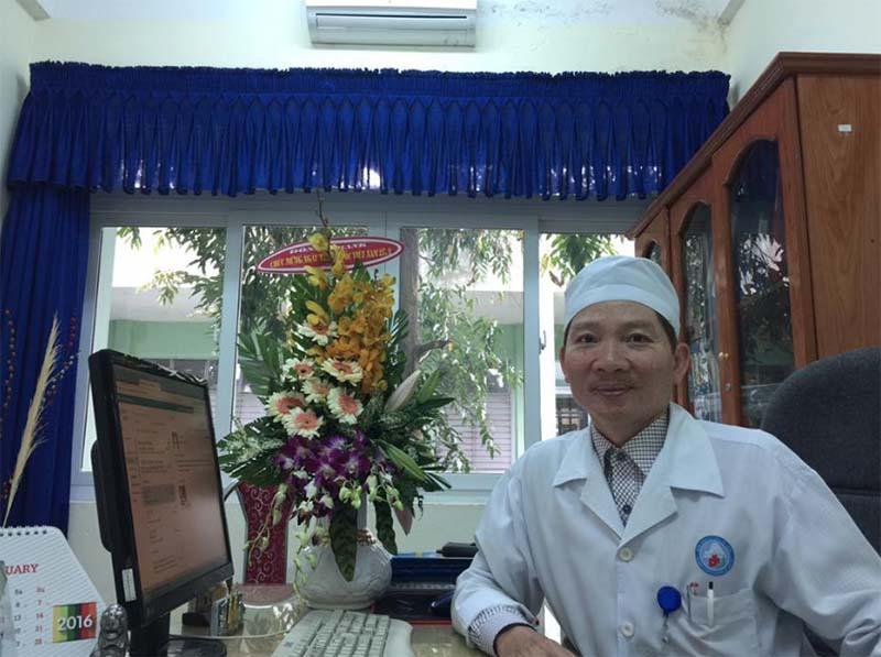 Bác sĩ Võ Doãn Tuấn là cái tên khá quen thuộc với hầu hết bệnh nhân viêm da cơ địa tại Đà Nẵng và khu vực miền Trung