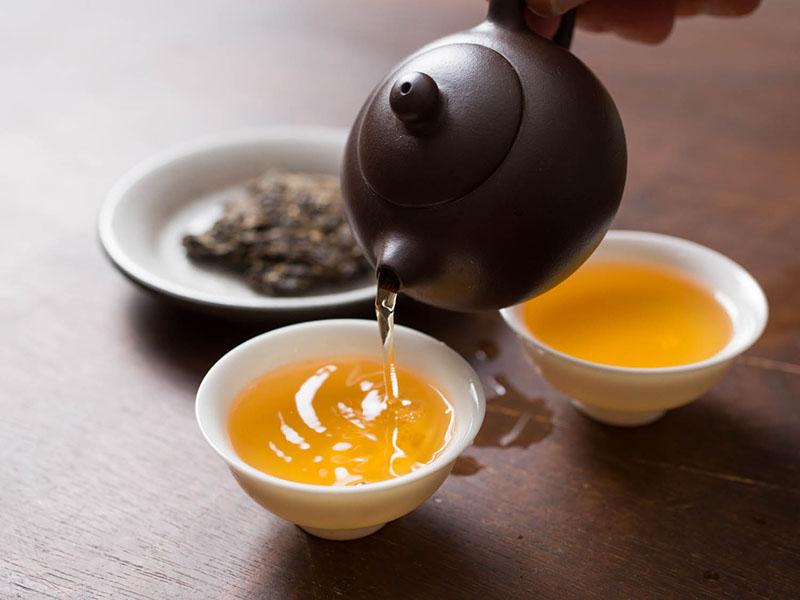 Người bệnh có thể uống các loại trà có tác dụng diệt khuẩn, kháng viêm