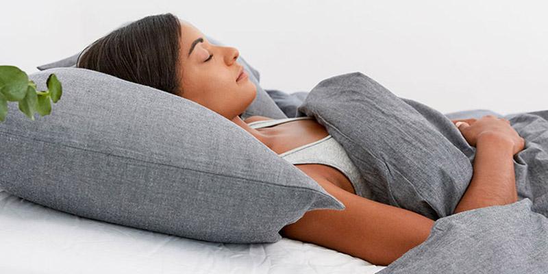 Nâng cao đầu khi ngủ giúp dịch mủ dẫn lưu tốt hơn, giảm hiện tượng nghẹt thở gây mất ngủ