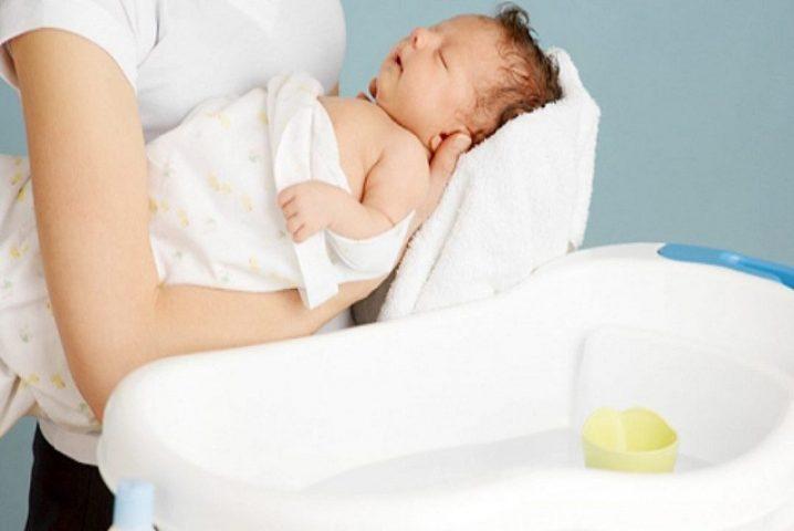 Tắm rửa, vệ sinh da sạch sẽ cho trẻ