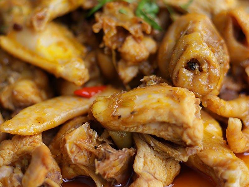 Thịt gà rang gừng tốt cho người bị viêm xoang