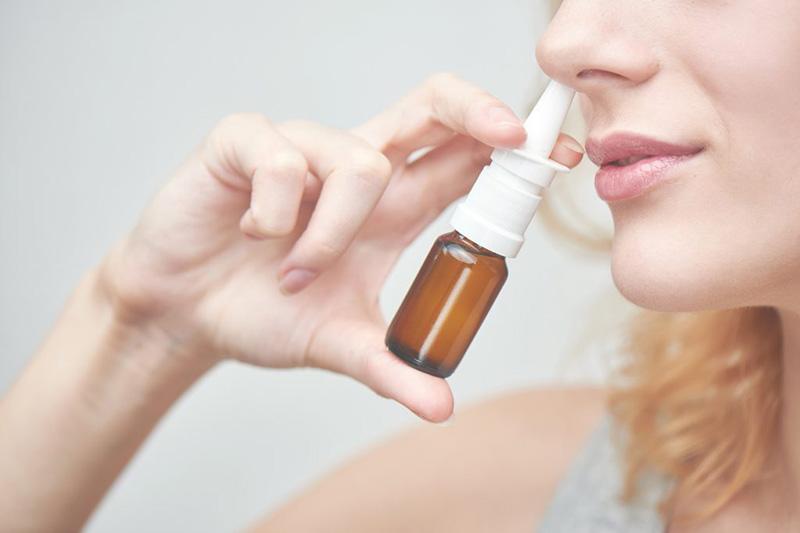 Thuốc xịt mũi cho tác dụng nhanh nhưng dễ gây các tác dụng phụ nguy hiểm