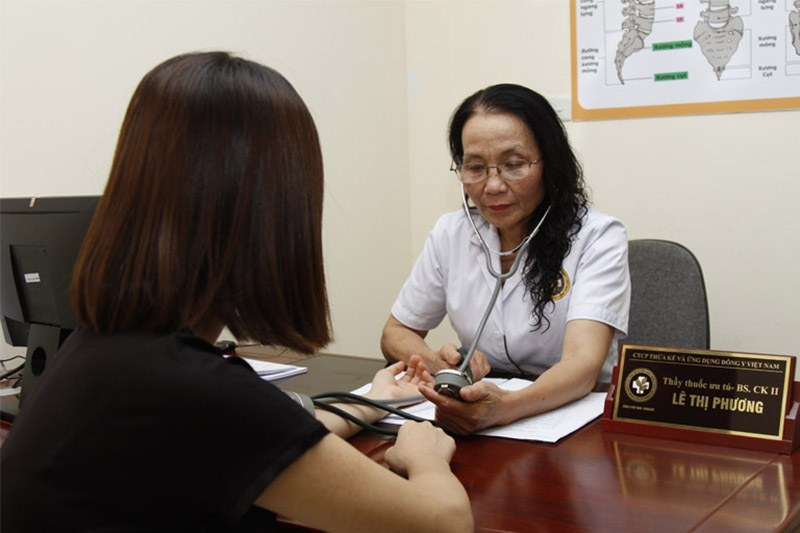 """Bác sĩ Lê Phương nổi tiếng """"mát tay"""" với các bài thuốc đông y chữa bệnh da liễu, viêm da cơ địa"""