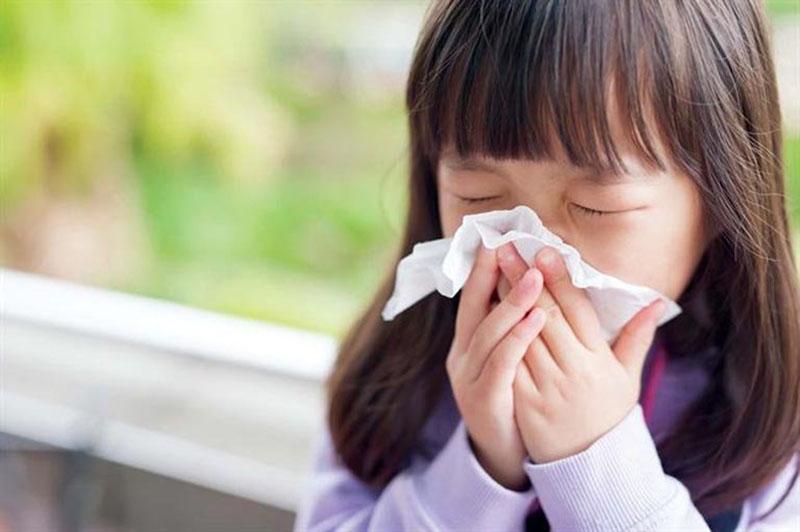 Trẻ bị viêm họng, cảm cúm rất dễ bị viêm xoang