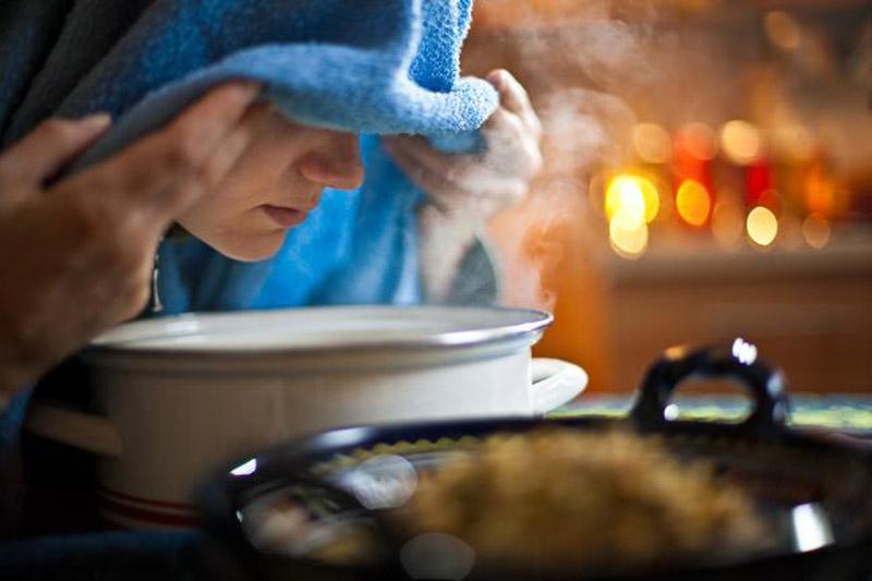 Dùng các loại tinh dầu trị viêm đường hô hấp để xông mũi