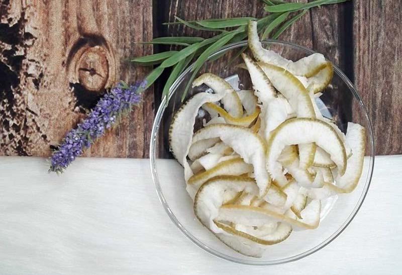 Vỏ bưởi giúp giảm tiết dịch vị dạ dày, giảm tình trạng viêm nhiễm và làm dịu các cơn đau