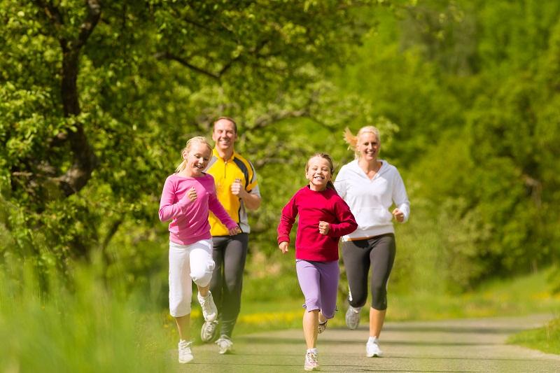 Tập thể dục thường xuyên giúp hạn chế tình trạng đau khớp gối và nâng cao sức khỏe