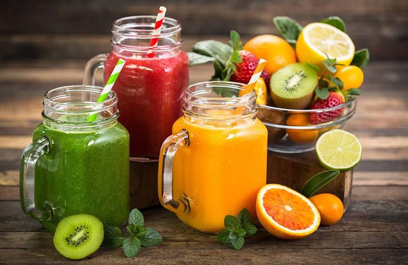 Người bệnh nên bổ sung đầy đủ rau xanh, trái cây mỗi ngày để điều trị bệnh