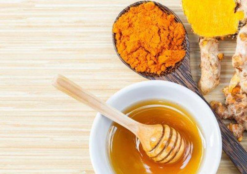 Hỗn hợp mật ong nghệ giúp giảm axit dạ dày