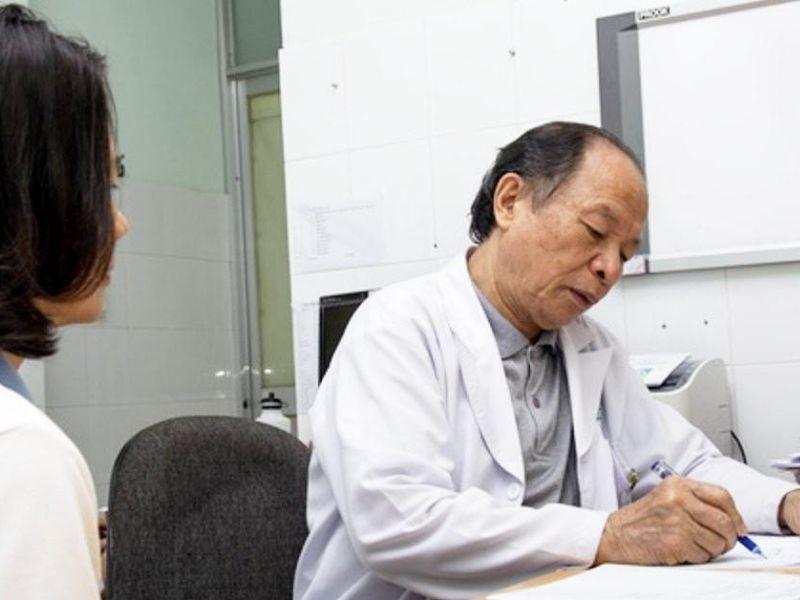 Bác sĩ Lê Đức Tố có hơn 40 năm kinh nghiệm trong điều trị các bệnh về cột sống