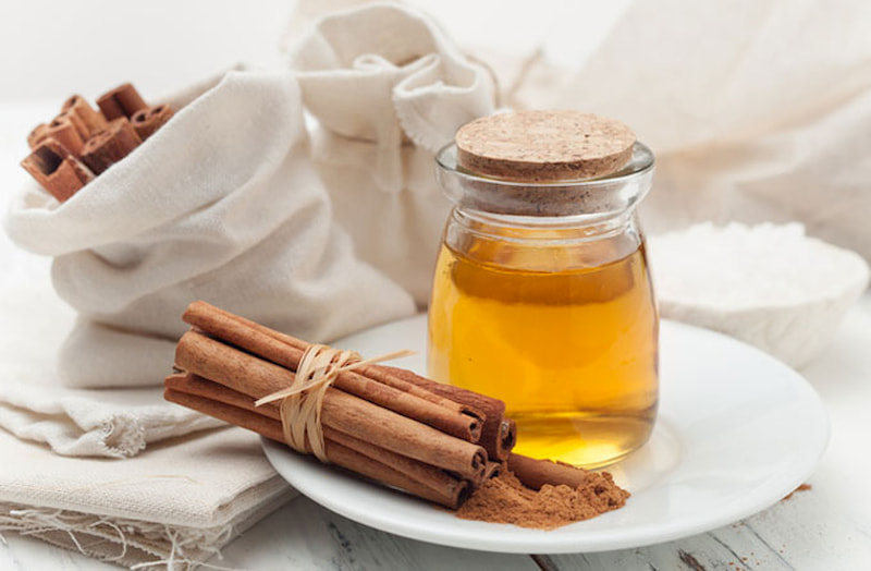 Mật ong và bột quế là bài thuốc dân gian chữa viêm khớp cùng chậu hiệu quả