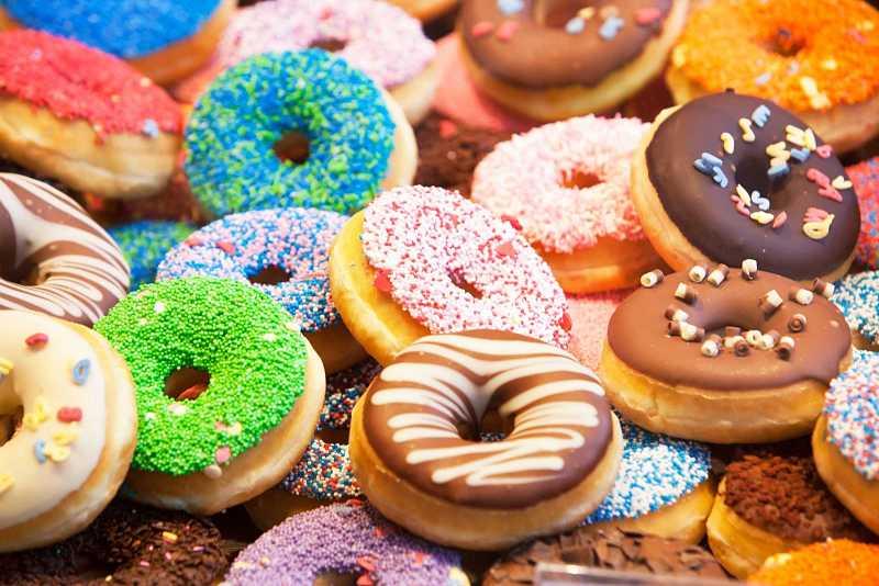 Người bị ung thư dạ dày nên hạn chế ăn các loại bánh ngọt