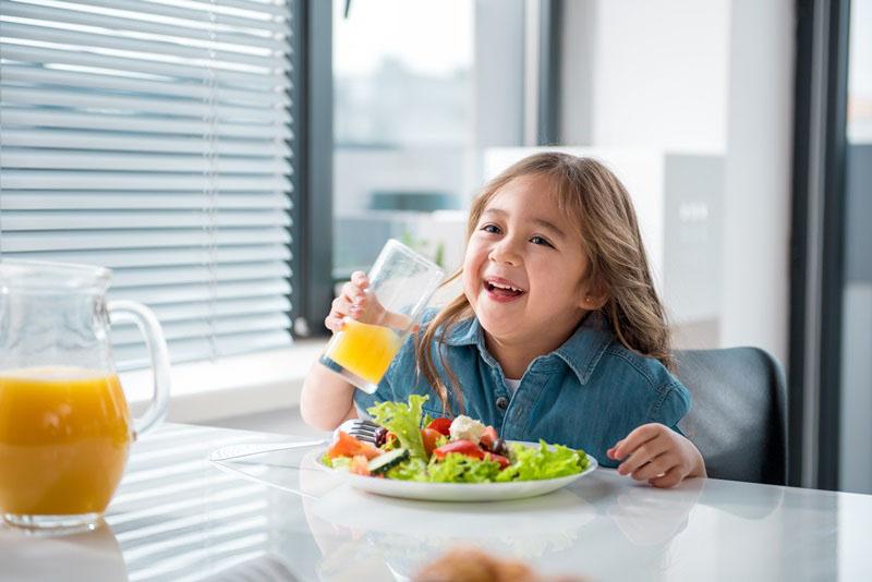 Cho trẻ ăn gì, kiêng gì là những vấn đề được cha mẹ rất quan tâm khi con nhỏ bị viêm amidan