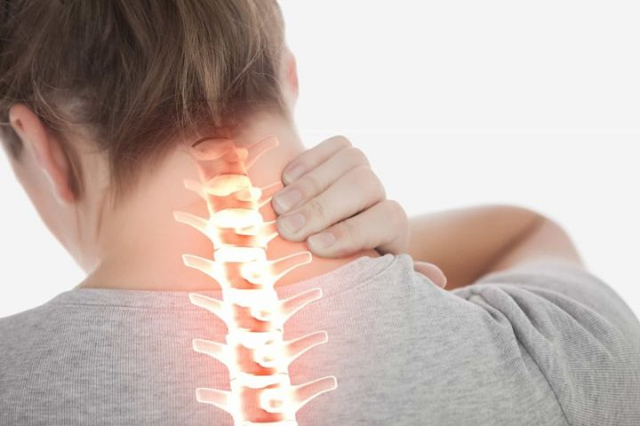 Hẹp ống sống cổ gây đau nhức khó chịu ở vùng cổ, vai gáy