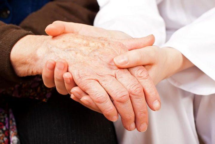 Bệnh viêm đa khớp xảy ra ở bất kỳ ai, bất kỳ độ tuổi, giới tính nào