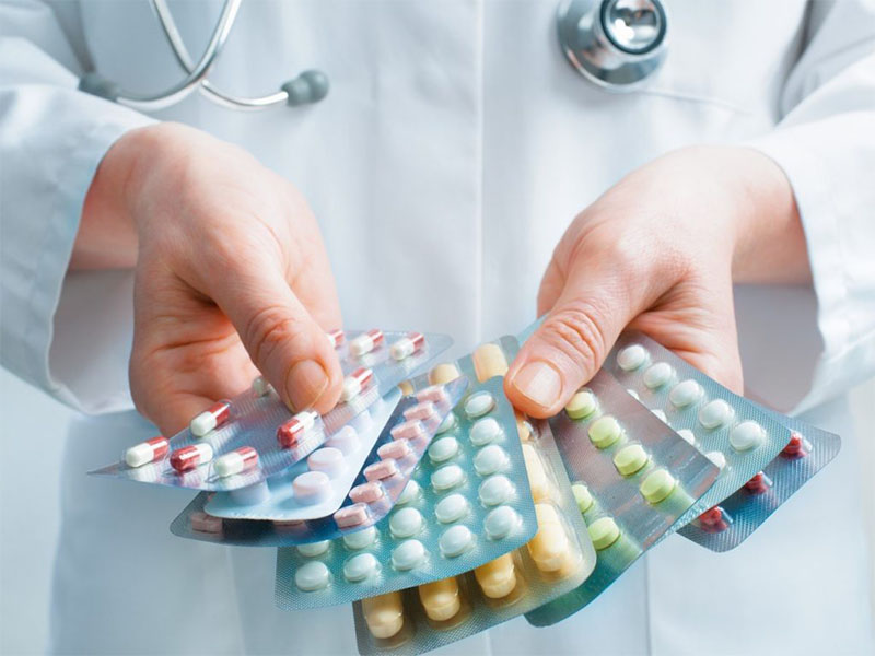 Thuốc Tây được sử dụng nhiều trong việc điều trị nội khoa bệnh viêm đa khớp