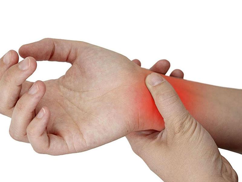 Bệnh viêm đa khớp gây đau tại các khớp, cứng da và đỏ da