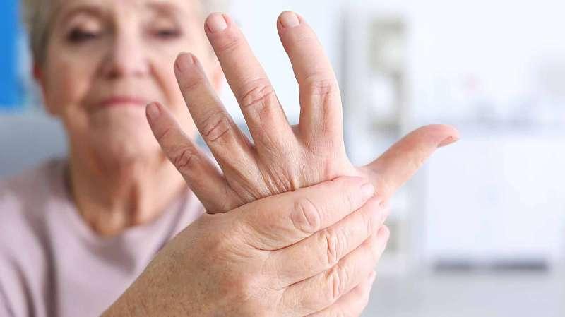 Viêm khớp dạng thấp gây biến dạng khớp và mất khả năng vận động