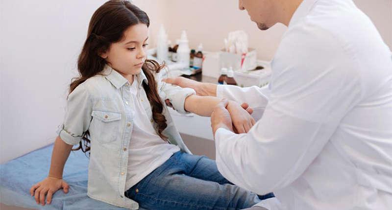 Bệnh xảy ra do cơ thể nhiễm một số loại virus, vi khuẩn