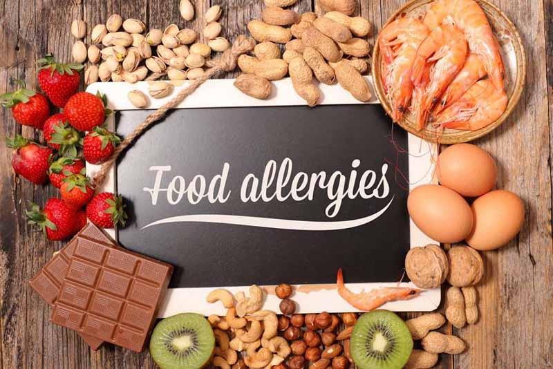 Một số thực phẩm có thể kích thích các phản ứng dị ứng, làm tăng tình trạng ngứa, nổi mẩn đỏ, mụn nước