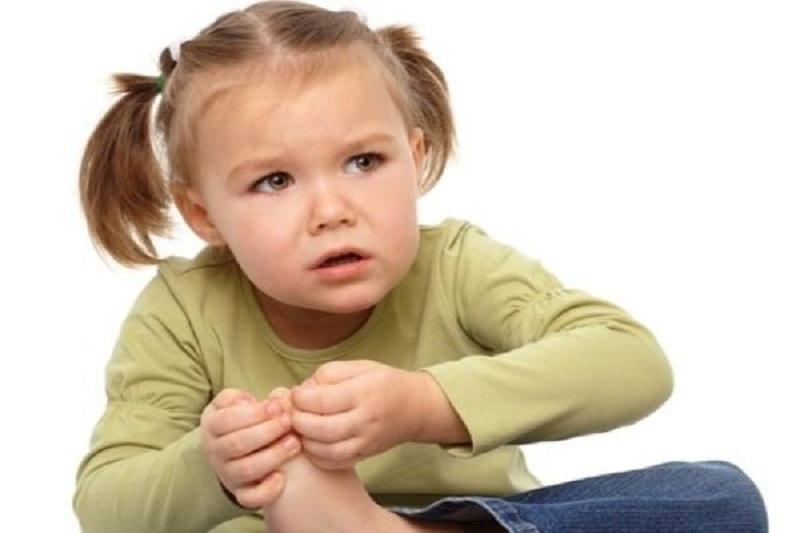 Tình trạng viêm khớp khiến trẻ gặp nhiều khó khăn trong sinh hoạt hàng ngày