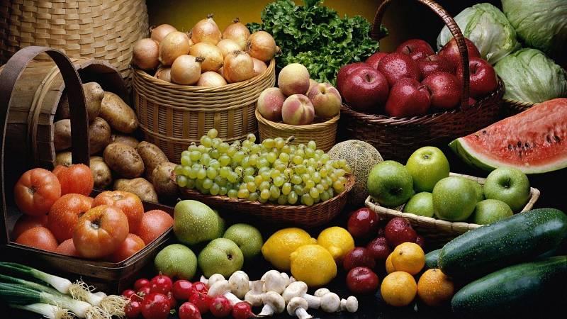 Người bệnh nên bổ sung nhiều trái cây, rau củ tốt cho sức khỏe xương khớp