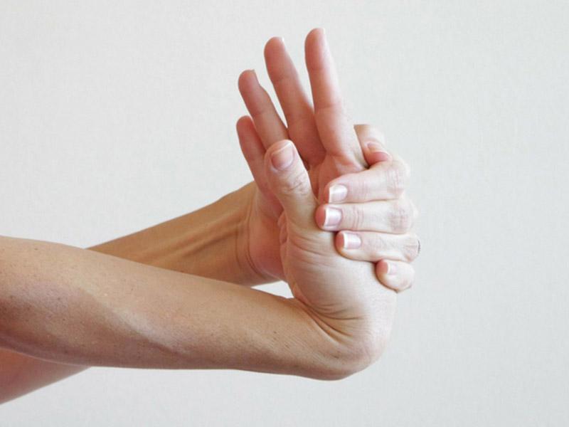 Bài tập uốn cong cổ tay lên
