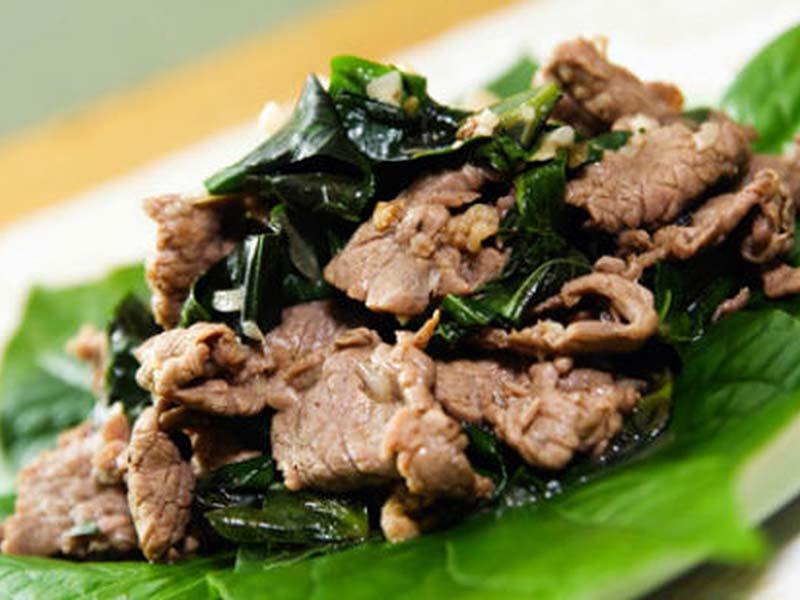 Thịt bò xào lá lốt là món ăn giúp cải thiện tình trạng đau nhức xương khớp ở người già