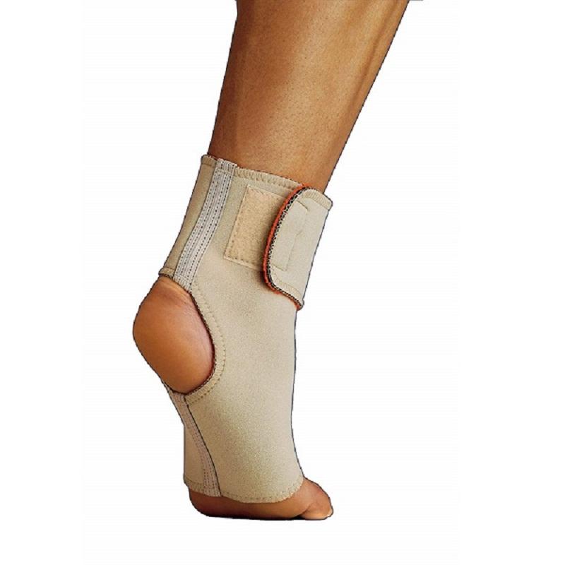 Dùng đai nẹp cổ chân để trị viêm khớp