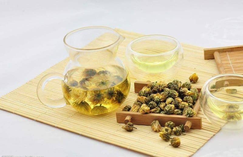 Uống trà hoa cúc giảm đau dạ dày