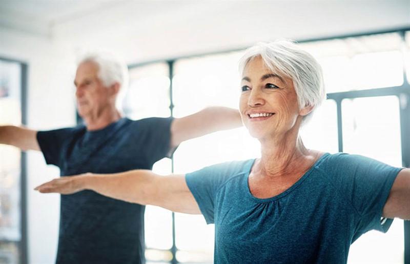 Bệnh nhân viêm khớp dạng thấp nên tập luyện thể dục thể thao đều đặn