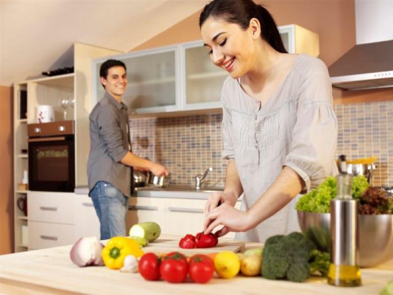 Người vợ cần quan tâm nhiều hơn đến chế độ dinh dưỡng cho chồng yếu sinh lý