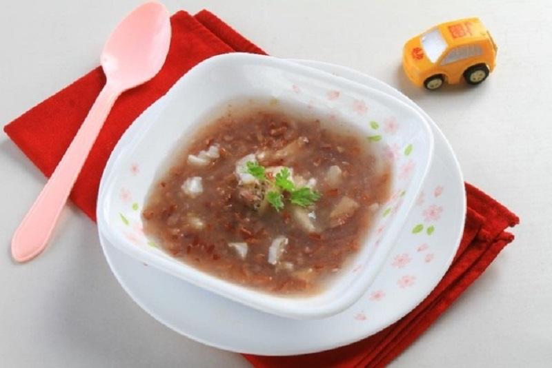 Nấu cháo gạo lứt ăn để chữa bệnh tại nhà