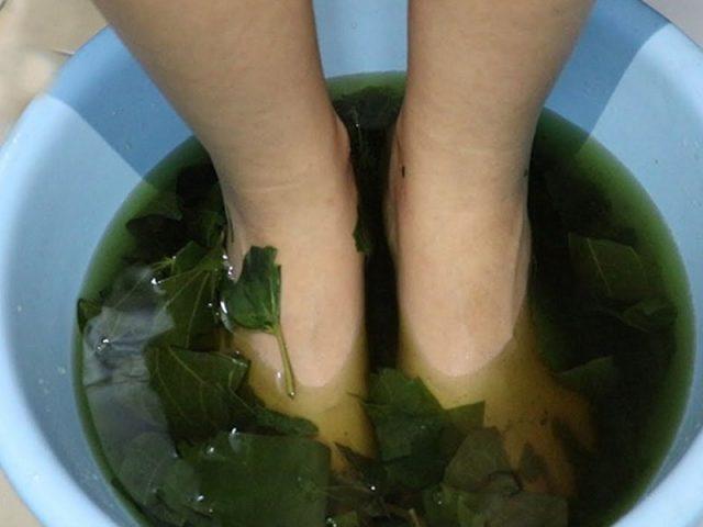 Ngâm chân giúp tăng cường tuần hoàn máu, nhanh chóng làm lành các tổn thương tại khớp