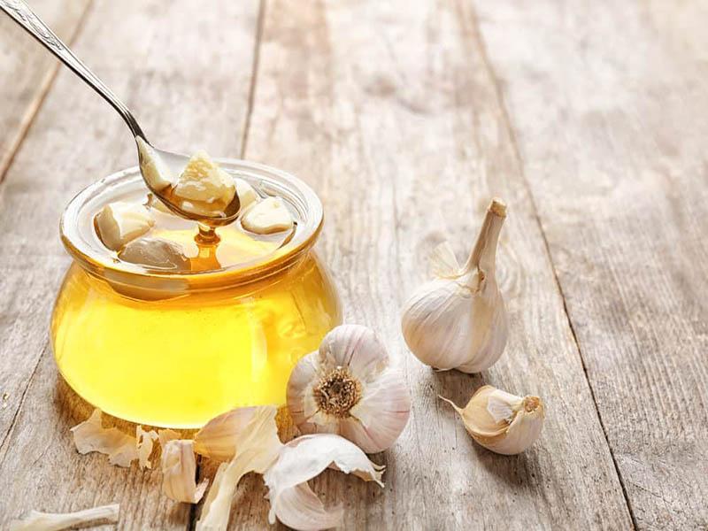 Mật ong, tỏi có thể cải thiện một số triệu chứng khó chịu của bệnh