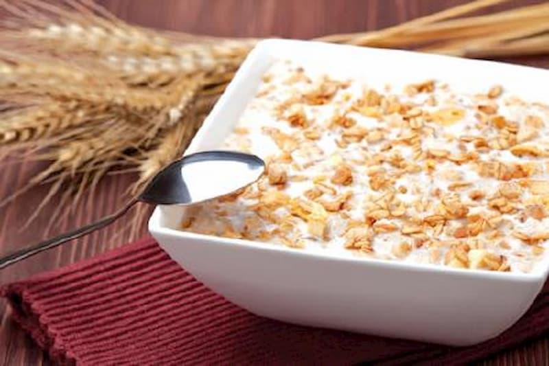 Người bị đau dạ dày nên ăn yến mạch vào buổi sáng