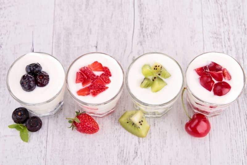 Sữa chua kết hợp trái cây là một cách chế biến phù hợp với người đau dạ dày