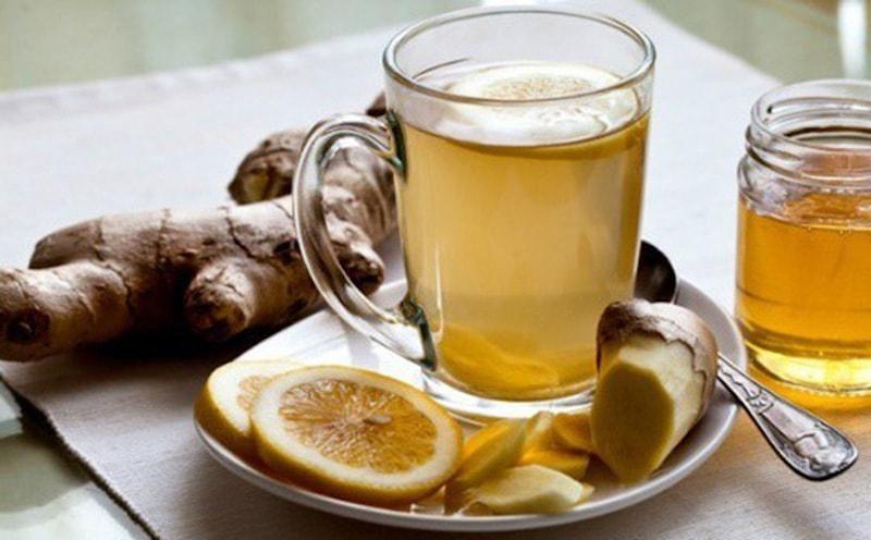 Dùng trà gừng ấm để làm giảm đau dạ dày
